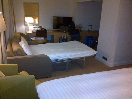 Hilton London Euston: large room, sofabed not so comfy