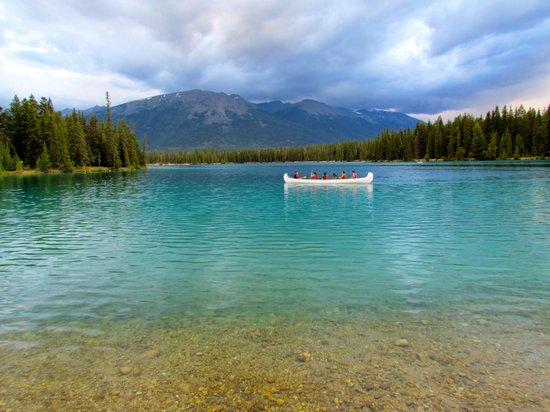 Fairmont Jasper Park Lodge: Beautiful Lake Beauvert