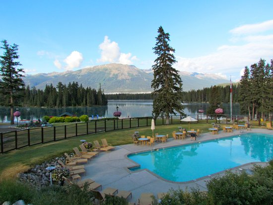 Fairmont Jasper Park Lodge: Breathtaking Property