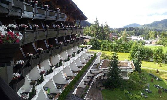 Krumers Alpin Resort & Spa: Seitliche Front-Bergpanoramaseite