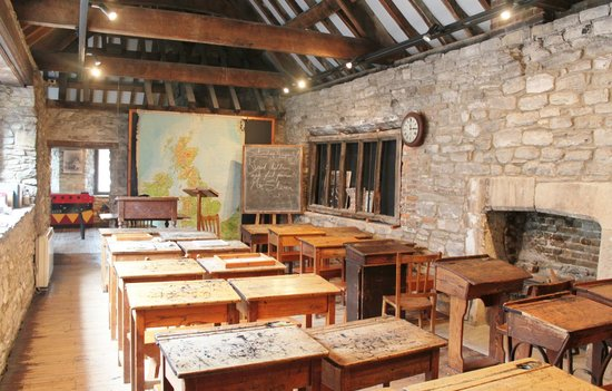 Poole Museum and Scaplen's Court Museum and Herb Garden : Scaplen's Court, Schoolroom: Scaplen's Court