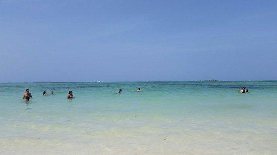 Barcelo Bavaro Palace: El tranquilo mar de Punta Cana