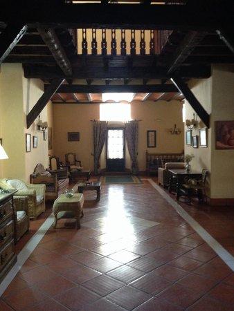 Hotel Bodega La Venta: Recibidor junto a la recepción.