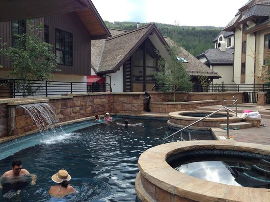 The Sebastian - Vail: Pool and hot tubes with Vail mtn in the background.