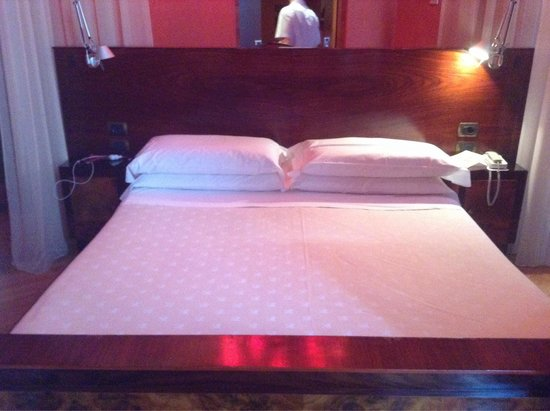 Hotel Saturnia & International: Amazing, quirky and very comfortable deluxe room