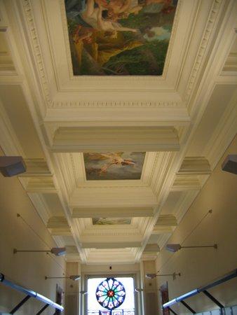 Musee Ariana: расписанные потолки музея