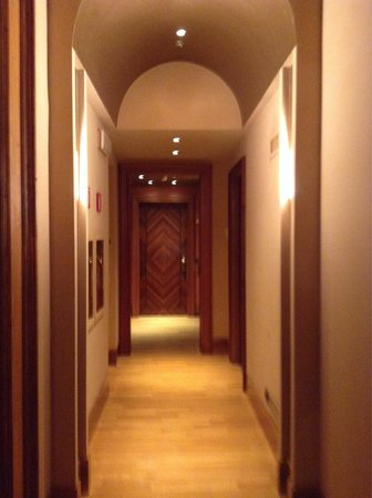 Hotel Saturnia & International: Stylish doors behind which we had a lovely room