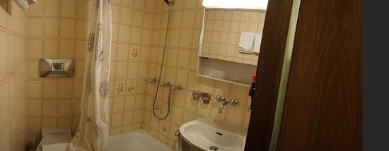 Hotel Bahnhof: Bathroom
