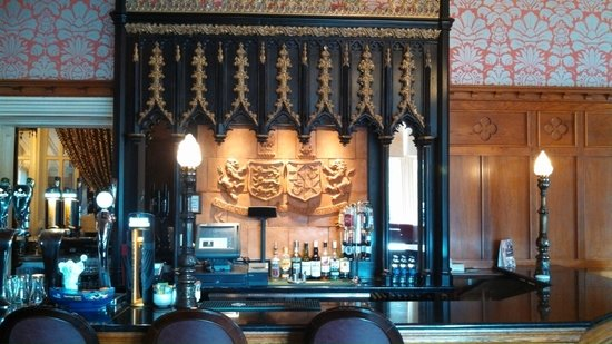 Clontarf Castle Hotel: The Knight's Bar
