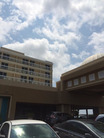 Holiday Inn Oceanfront at Surfside Beach : Front of hotel