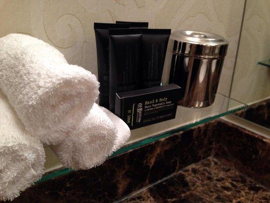 Hotel ZaZa Dallas: Bigelow toiletries