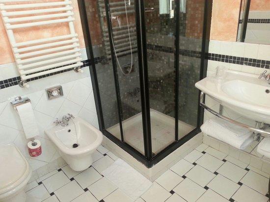 Hotel San Francesco: Badezimmer