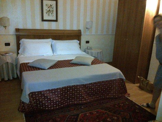 Hotel Ambasciatori: chambre