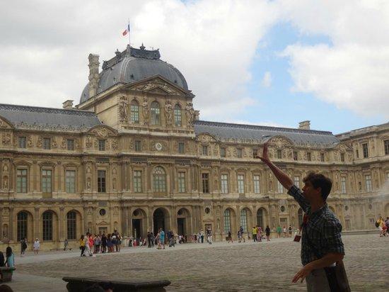 SANDEMANs NEW Europe : Agustín, nuestro guía en París. Un GENIO!