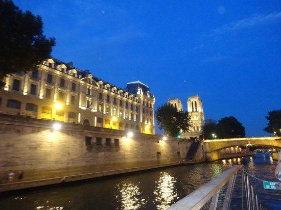 Bateaux Parisiens : Ciudad de noche