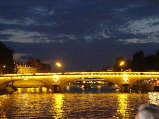 Bateaux Parisiens : Puente iluminado