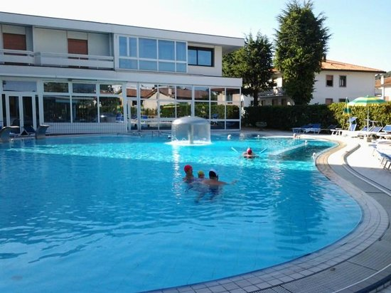 Hotel Terme Marconi: La piscina riscaldata grande