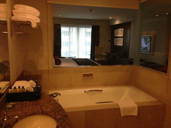 InterContinental Kuala Lumpur : Bathtub for a good soak