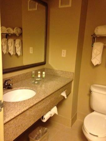 Country Inn & Suites By Carlson, Baltimore North: Bathroom