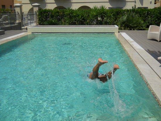 Ancora Appartamenti: la piscina