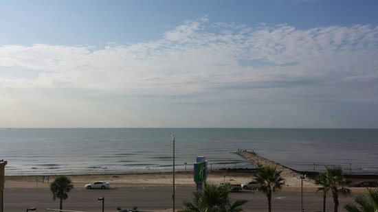 Holiday Inn Resort Galveston-On The Beach: View of beach from rm 524