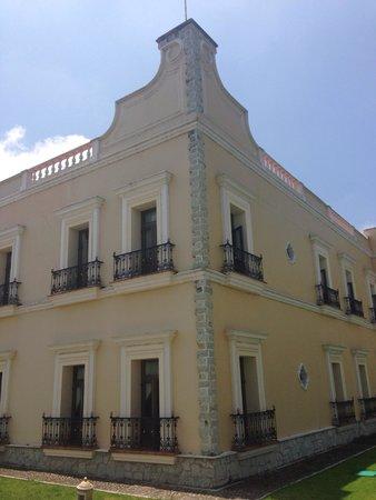 Real Hacienda Santo Tomas: Vista del hotel desde los jardines