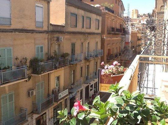 Al Vicoletto: Vista su Via Atenea