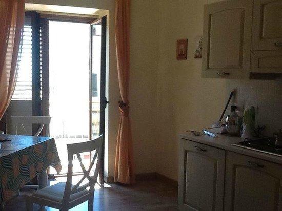 Al Vicoletto: Cucina/soggiorno