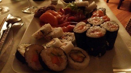 Capitolo Due: Fresco e abbondante. Squisito misto sushi sashimi