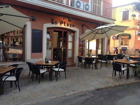 Pizzeria La Plaza: La mejor pizza excelente comida del pueblo de andratx