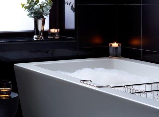 The Benjamin Suite - Master Bath