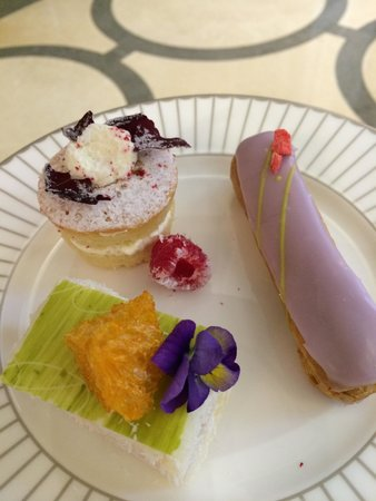 Corinthia Hotel London: Fancies-lobby lounge tea time