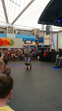 Butlins Minehead: Titan!!! very funny, bit scary for little ones