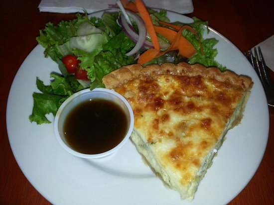 MIckey's Lakeside Cafe : Perfection in Artichoke Quiche and salad with house sweet balsamic dressing