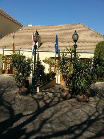 Protea Hotel by Marriott Johannesburg Balalaika Sandton: Hotel Grounds