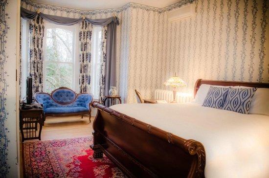 Queen Anne Inn: King Bed