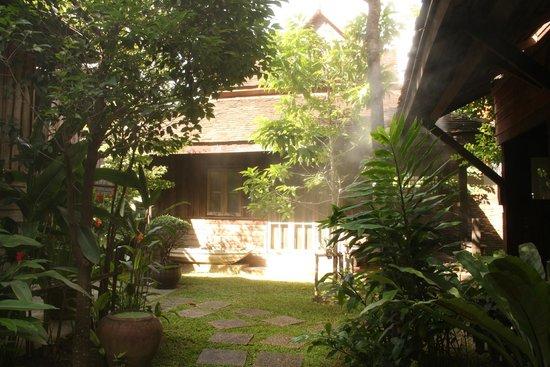 Tanita Coffee House: giardino