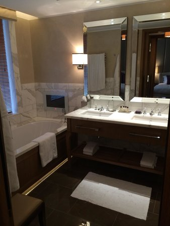 Corinthia Hotel London : Bathroom-rainfall shower, large tub, 2 sinks, toilette & bidet -heated floors in the winter & fa