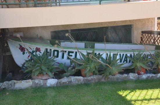 Hôtel du Levant : Car park entrance
