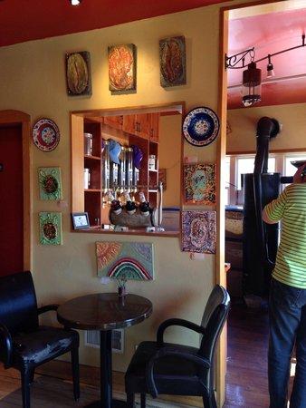 Cafe De Arts Roastery : Cute art, small cozy