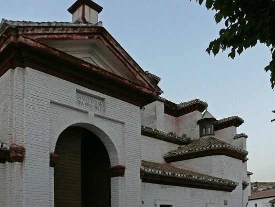 Mirador de San Nicolas: Kircheingang
