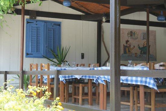 Lassi Hotel: Taverne in Umgebung