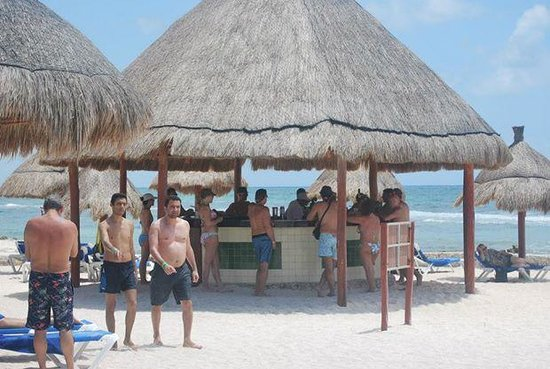 Grand Bahia Principe Coba : Great Beach bar!! I don't even drink and tried a new one every day!!