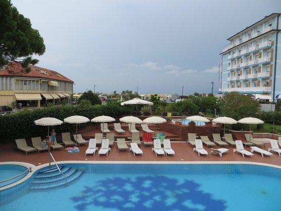 Vista dalla terrazza del ristorante - Bild von Hotel Garden Sea ...