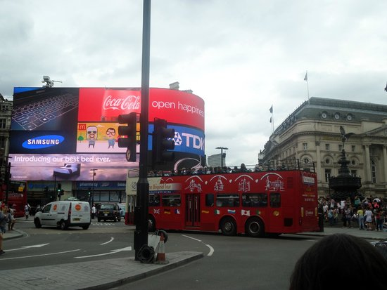 Piccadilly Circus : Animated square..