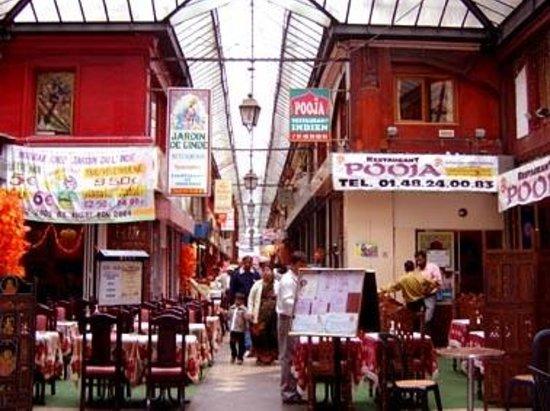 Pooja : Entrée du restaurant, Passage Brady