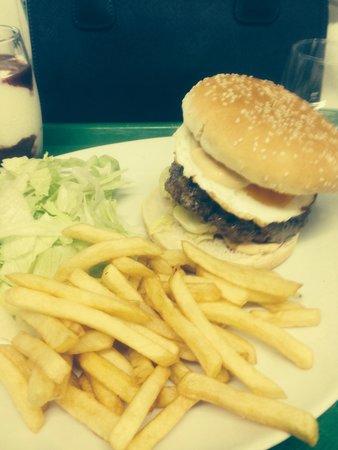Cafeteria du Centre: Le meilleur hamburger que j ai  manfee