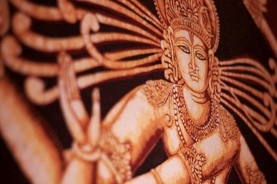 Pooja : Tenture sur l'un des murs du restaurant