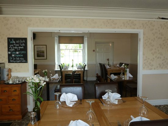 Harts Head Inn: View of the dining room.