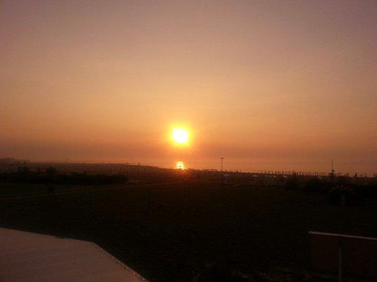 Stellamare Beach Hotel: Sonnenaufgang vom Balkon aus